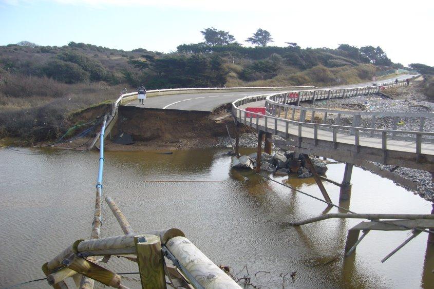 Voirie de la RD.129 détruite dans la baie de Cayola aux Château d'Olonne dans le cadre d'une étude hydraulique