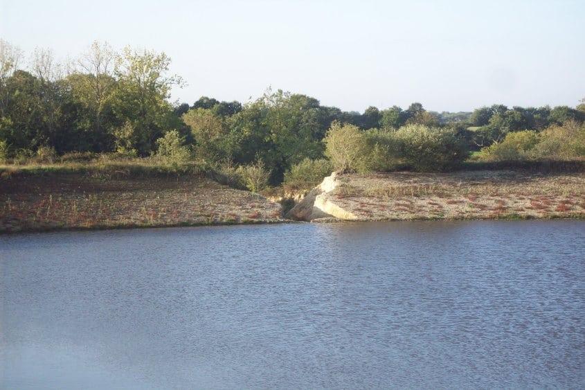 Rupture de la digue d'un plan d'eau à usage d'irrigation à SAINT JULIEN DES LANDES dans le cadre d'un dossier Loi sur l'Eau