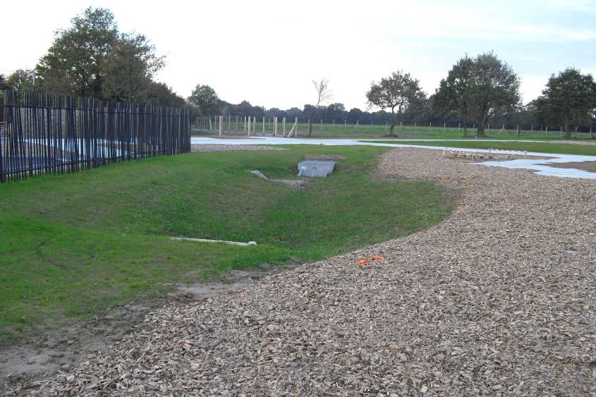 ouvrage de régulation paysager après travaux dans le cimetière de LA FERRIERE dans le cadre d'un dossier Loi sur l'Eau