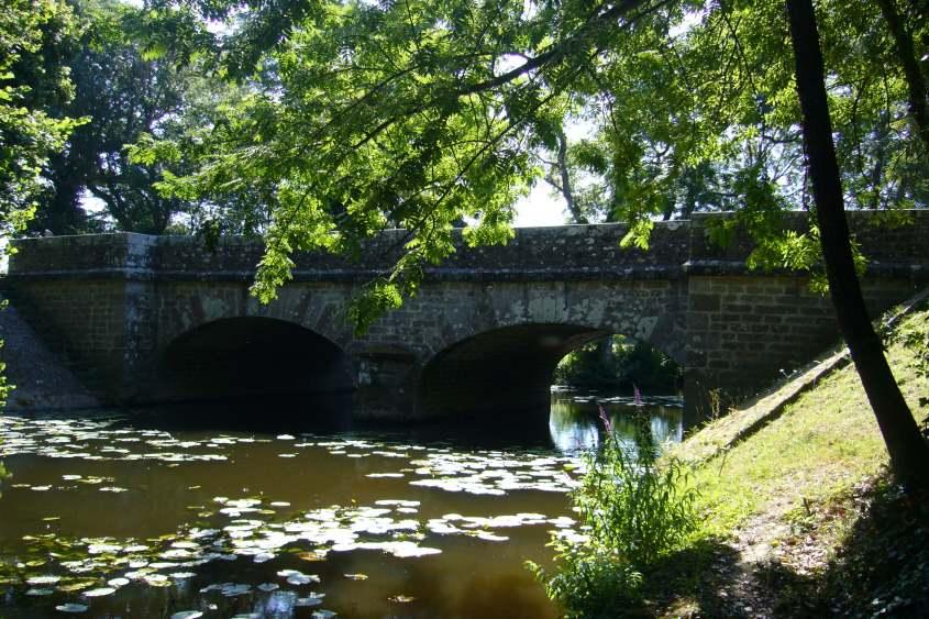 pont en amont de la traversée de la RD.32 dans le cadre d'un dossier Loi sur l'Eau
